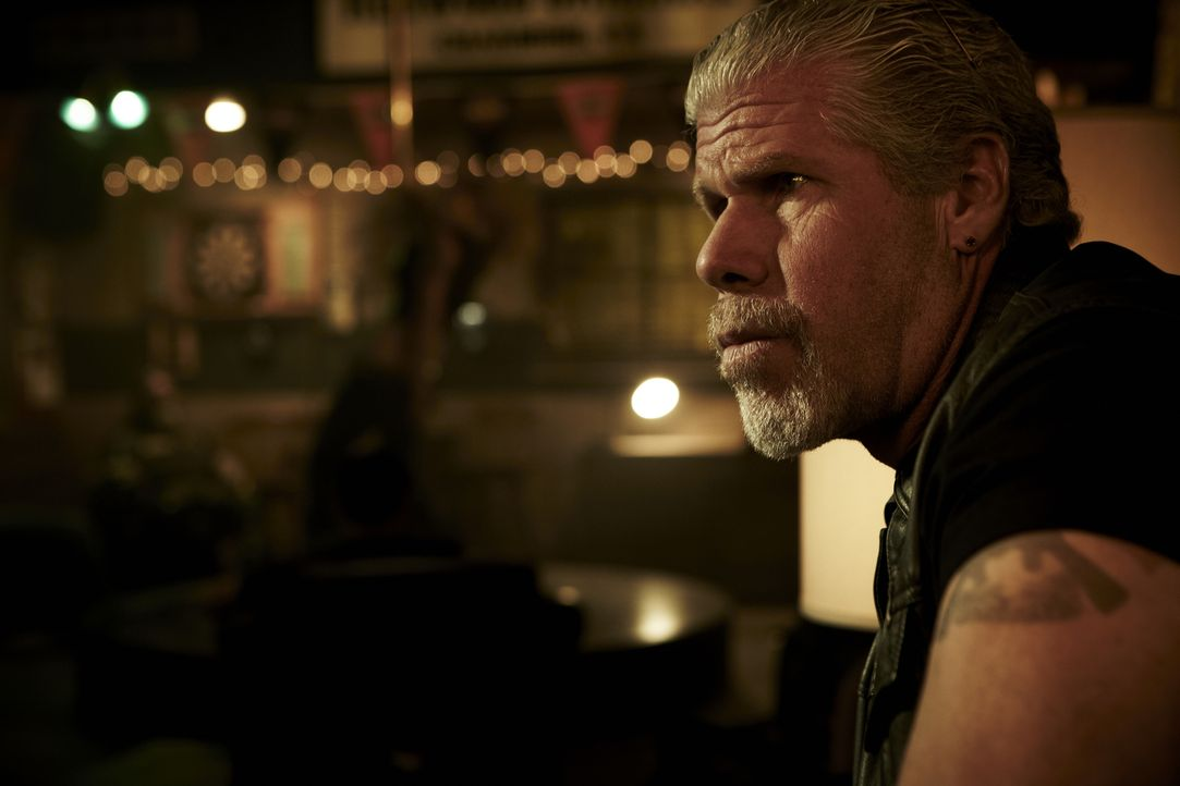 (4. Staffel) - Trifft Clay (Ron Perlman) noch objektiv Entscheidungen für den Club oder lässt er sich von den eigenen Belangen leiten? - Bildquelle: 2011 Twentieth Century Fox Film Corporation and Bluebush Productions, LLC. All rights reserved.