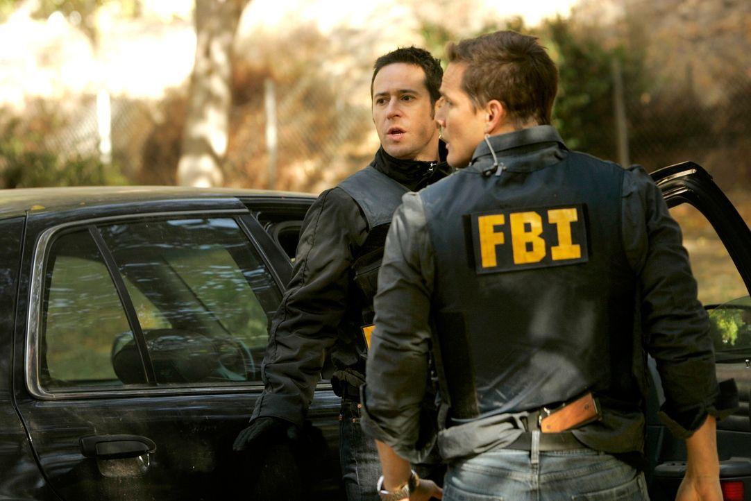 Ein neuer Fall führt Don (Rob Morrow, l.) und Colby (Dylan Bruno, r.) zu einer kleinen Ranch ... - Bildquelle: Paramount Network Television