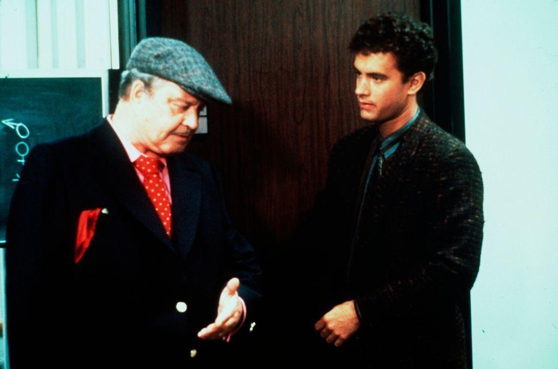 Der dynamische David Basner (Tom Hanks, r.) genießt sein Leben in vollen Zügen, bis er sich nach der Scheidung seiner Eltern um seinen Vater Max (Ja... - Bildquelle: 1986 TriStar Pictures, Inc. All Rights Reserved.