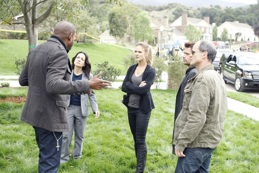 Versuchen alles, um ein Verbrechen zu lösen: Sam (Forest Whitaker, l.), Beth (Janeane Garofalo, 2.v.l.), Gina (Beau Garrett, M.), John (Michael Kell... - Bildquelle: ABC Studios