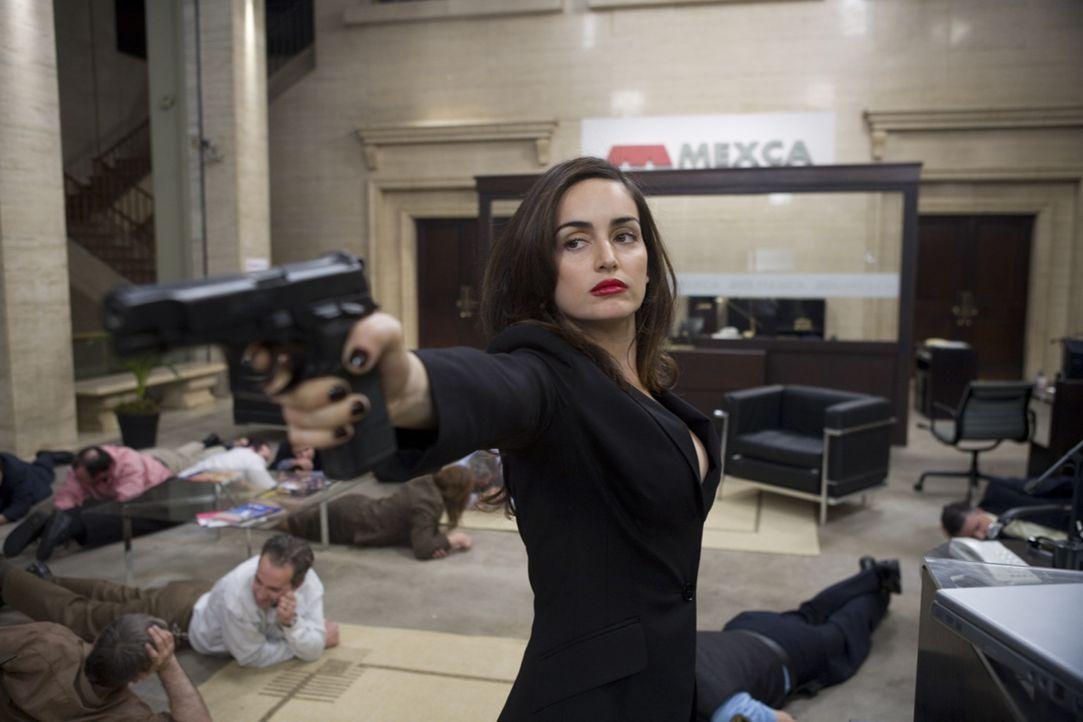 Macht sich daran, 12 Millionen Dollar einzuheimsen: Monica (Ana de la Reguera) ...