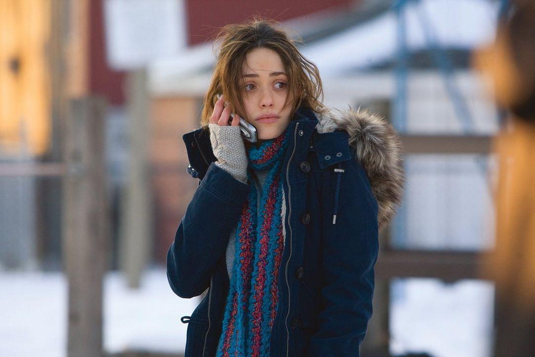 Soll sie nun mit dem wohlhabenden Steve zusammenkommen, oder nicht? Fiona (Emmy Rossum) ist sich nicht sicher ... - Bildquelle: 2010 Warner Brothers