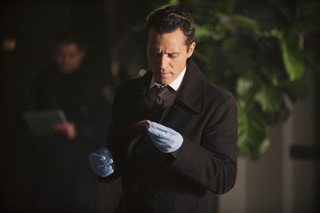 Ryan (Seamus Dever) ist überrascht, als er Castle am Tatort sieht, denn eigentlich ist ihm untersagt, für die Polizei und an der Seite von Beckett z... - Bildquelle: ABC Studios