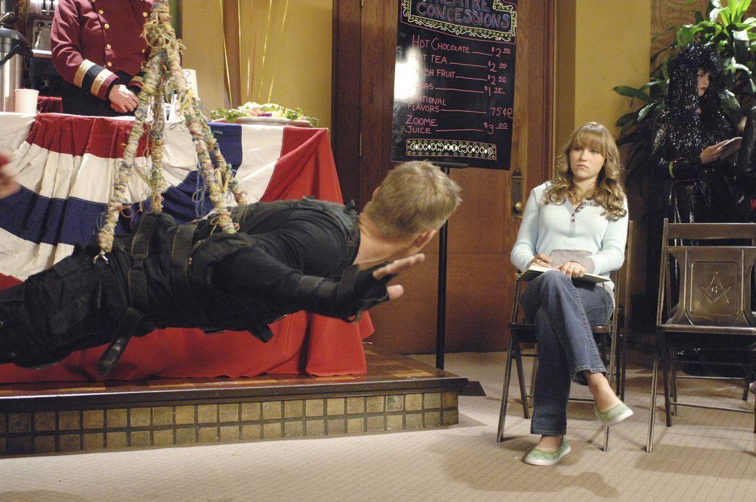 Schon seit langem freut sich Melissa (Emily Osment) auf einen Campingausflug mit ihrem Vater Neil, schließlich hat der nur wenig Zeit für sie. Doc... - Bildquelle: Disney Enterprises, Inc.  All rights reserved