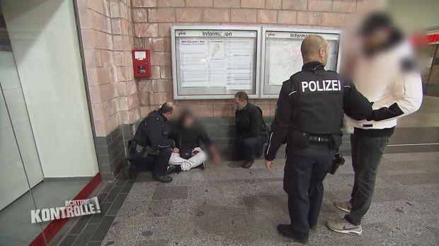 Achtung Kontrolle - Achtung Kontrolle! - Thema U.a.: Eine Frau Ritzt Sich Und Blutet, Bupo Eilt Zur Hilfe - Hauptbahnhof Chemnitz