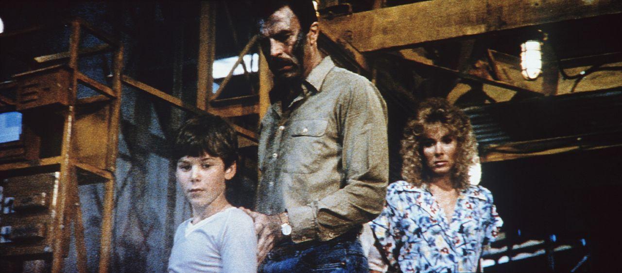 Mörderische Spinnen aus Stahl machen Bobby (Joey Cramer, l.), seinem Vater Ramsay (Tom Selleck, M.) und Karen Thompson (Cynthia Rhodes, r.) das Leb... - Bildquelle: TriStar Pictures