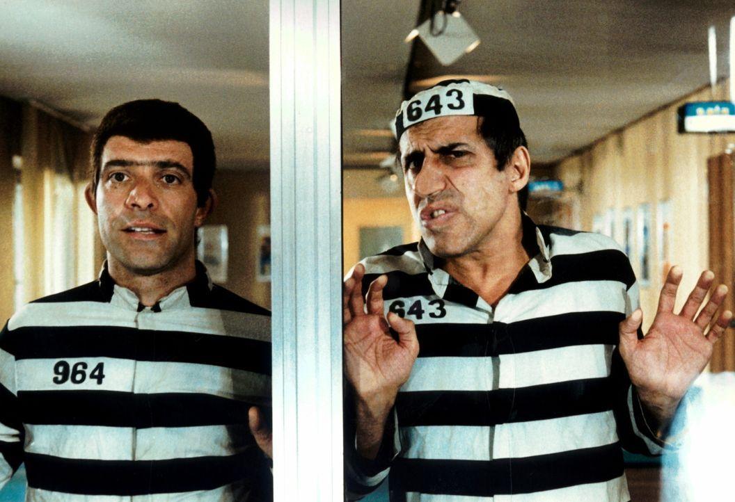 Nach einem Fluchtversuch aus dem Gefängnis landen die zwei frustierten Kleinganoven Eduardo (Enrico Montesano, l.) und Boghi (Adriano Celentano, r.)...