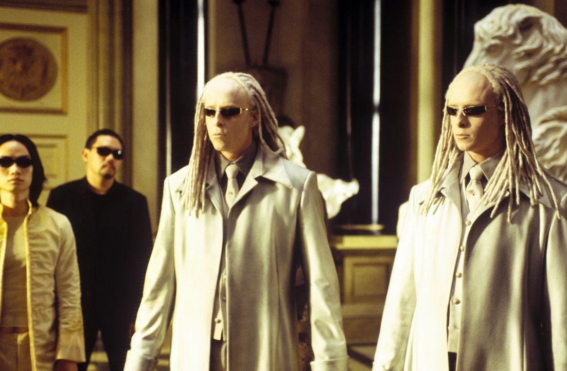 Unglücklicherweise wird der geheimnisvolle Schlüsselmacher von den hemmungslosen Zwillingen (Neil und Adrien Rayment) bewacht, die die Gabe besitzen... - Bildquelle: Warner Bros.