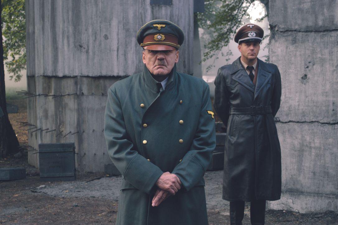 Adolf Hitler (Bruno Ganz, l.); Albert Speer (Heino Ferch, r.) - Bildquelle: Constantin Film Verleih GmbH