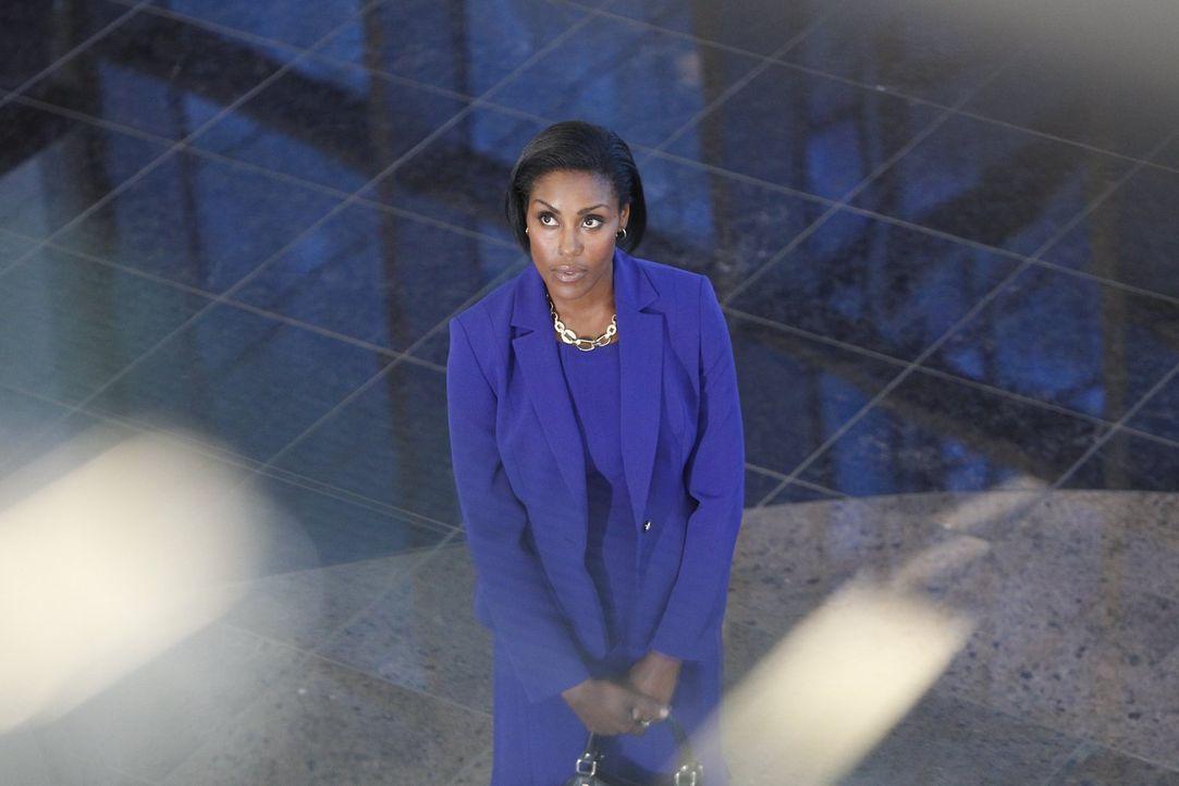 Lena Abbott (Christine Adams) hat eine Stelle im Handelsministerium in Washington D.C. in Aussicht - doch ein Geheimnis in der Vergangenheit ihres E... - Bildquelle: Warner Bros. Television
