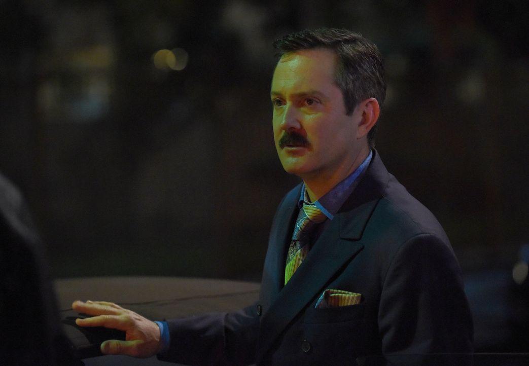 Nachdem Leo Getz (Thomas Lennon) und Trish Murtaugh mit ansehen müssen, wie ein befreundeter Anwalt durch eine Autobombe ums Leben kommt, starten si... - Bildquelle: Warner Brothers