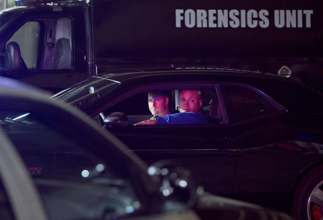 Ermitteln undercover im sonnigen Kalifornien, um die nationale Sicherheit zu wahren: Callen (Chris O'Donnell, l.) und Sam (LL Cool J, r.) ... - Bildquelle: CBS Studios Inc. All Rights Reserved.