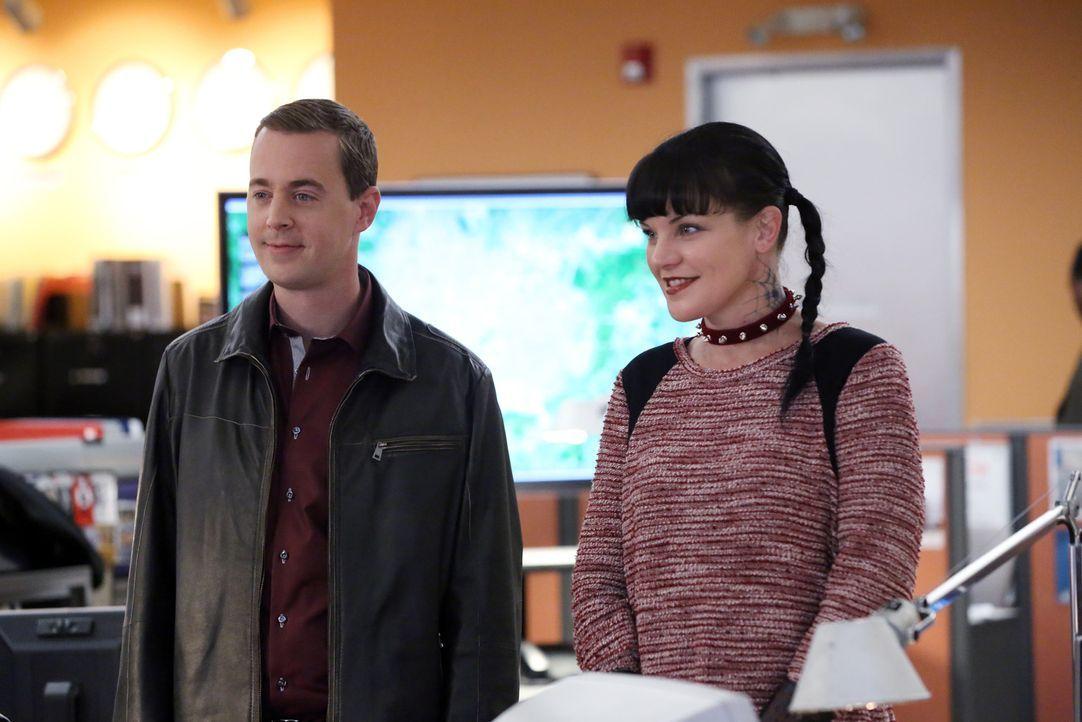 Ein neuer Fall wartet auf McGee (Sean Murray, l.) und Abby (Pauley Perrette, r.) ... - Bildquelle: 2014 CBS Broadcasting, Inc. All Rights Reserved