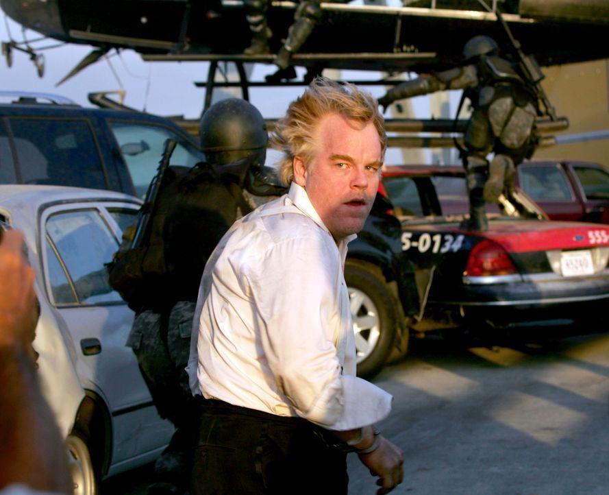 Der Waffenhändler Owen Davian (Philip Seymour Hoffman) führt nichts Gutes im Schilde ... - Bildquelle: 2005 by PARAMOUNT PICTURES. All Rights Reserved.