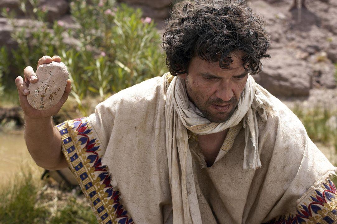 Eines Tages, als Moses (Dougray Scott) das Armenviertel der Sklaven besucht, trifft er auf Amram und Jochebed und erfährt die Wahrheit über seine... - Bildquelle: Hallmark Entertainment