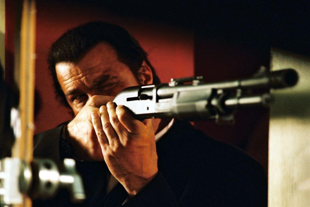 Eine tödliche Hatz beginnt: Billy (Steven Seagal) ... - Bildquelle: Franchise Pictures