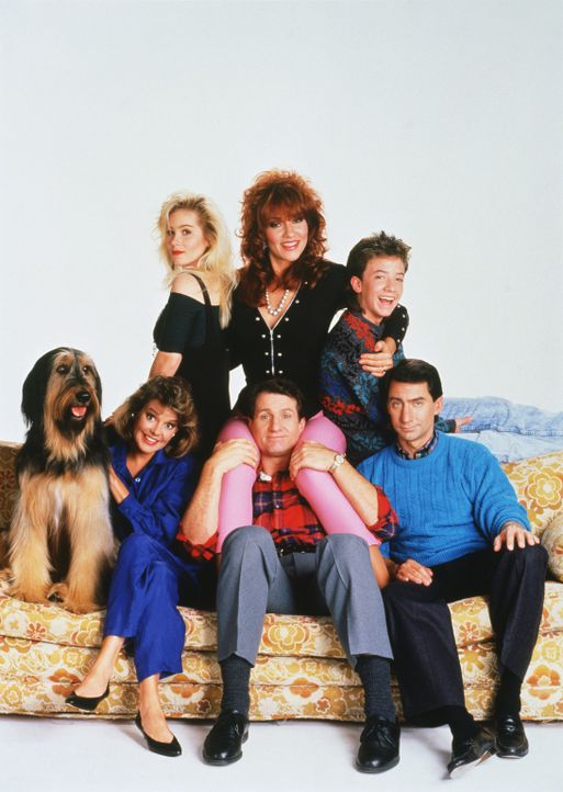 (3. Staffel) - Familie Bundy und ihre Nachbarn (von hinten l. nach vorne r.): Kelly (Christina Applegate), Peggy (Katey Sagal), Bud (David Faustino)... - Bildquelle: 1988, 1989 ELP Communications. All Rights Reserved.