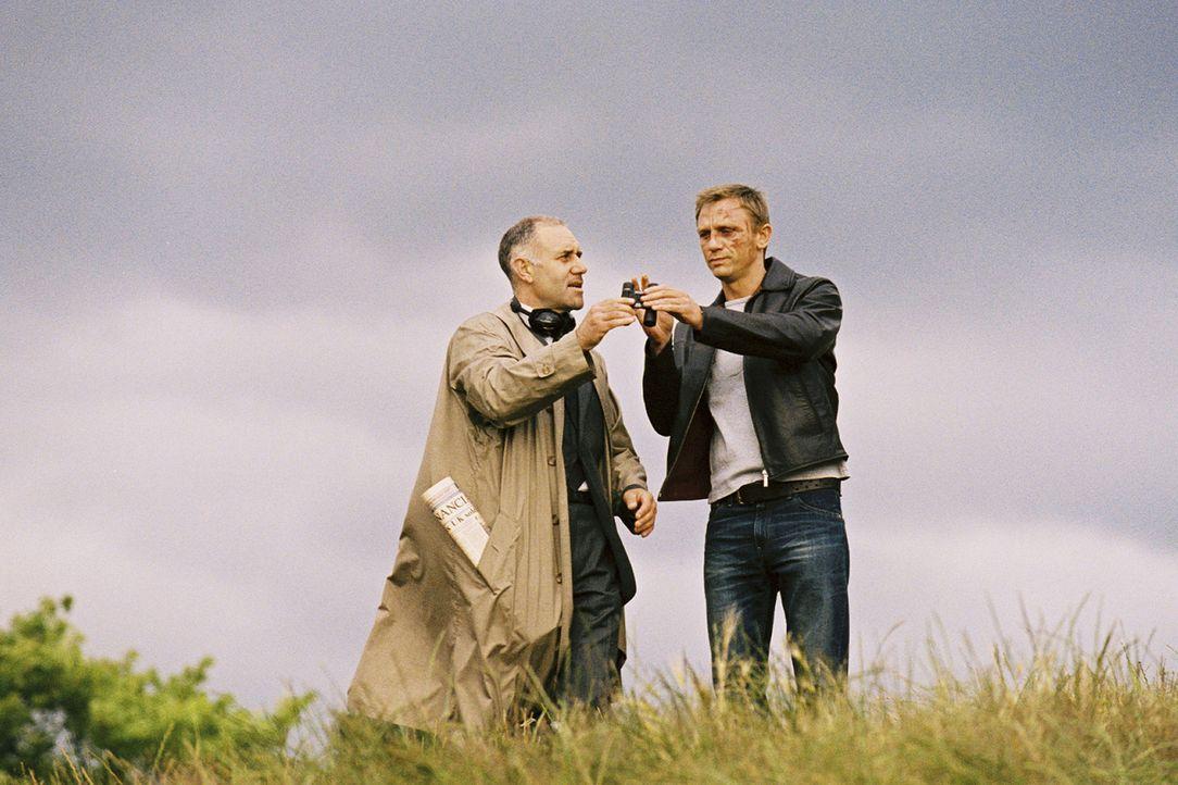 Der Koksdealer (Daniel Craig, r.) ist der Meinung, lange genug für seinen Boss Geld gescheffelt zu haben und plant seinen Ausstieg aus dem kriminel... - Bildquelle: 2004 Columbia Pictures Industries, Inc. All Rights Reserved.