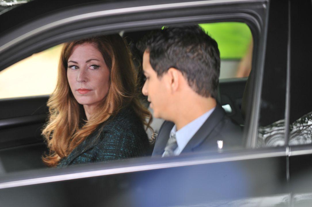 Der wegen Mordes an seiner Frau verurteilte Robert Riley flieht aus dem Gefängnis und nimmt Kontakt zu Dr. Megan Hunt (Dana Delany, l.) auf und bitt... - Bildquelle: 2013 American Broadcasting Companies, Inc. All rights reserved.