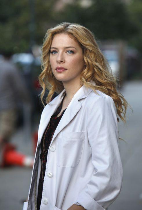 """Kann Dr. Kate Sykora (Rachelle LeFevre) Dr. Michael Holt dazu überreden, ein paar Stunden wöchentlich in der """"Clinica Sanando"""" zu arbeiten? - Bildquelle: 2011 CBS BROADCASTING INC. ALL RIGHTS RESERVED"""