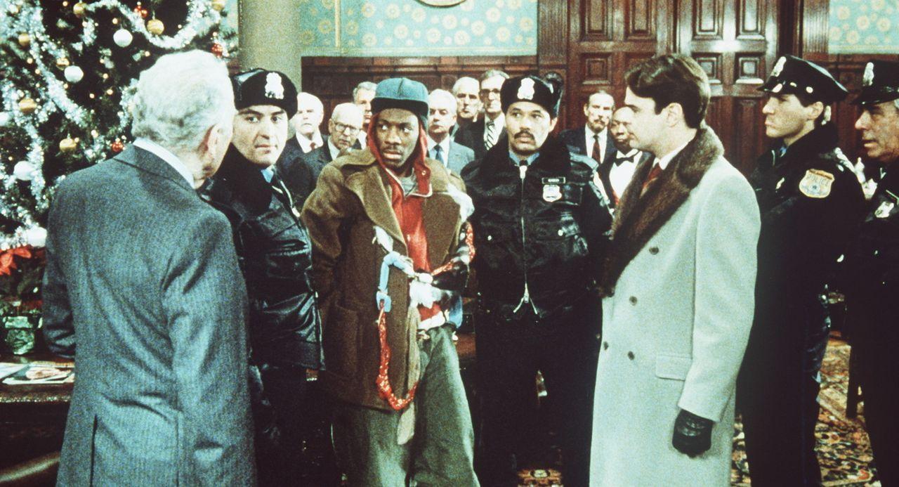 Habenichts Billy Ray (Eddie Murphy, 3.v.l.) schlägt sich als Trickbetrüger und angeblich verkrüppelter Bettler durch. Als er dem erfolgreichen Lo... - Bildquelle: Paramount Pictures