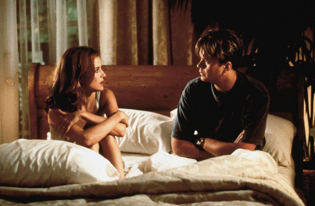 Nicks (Tim Robbins, r.) Leben scheint perfekt: Er liebt seinen Job und seine hübsche Frau Ann (Kelly Preston, l.) ? - Bildquelle: Buena Vista International