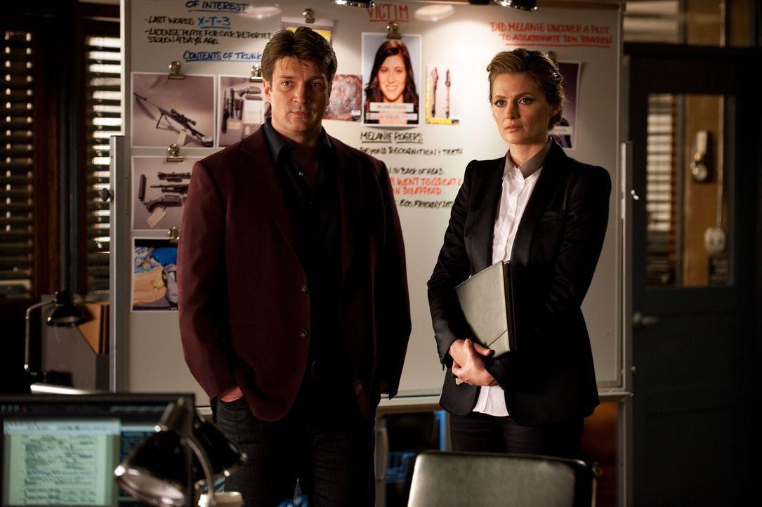 Der gewaltsame Tod von Melanie Rogers gibt Castle (Nathan Fillion, l.) und Beckett (Stana Katic, r.) zunächst Rätsel auf ... - Bildquelle: 2013 American Broadcasting Companies, Inc. All rights reserved.