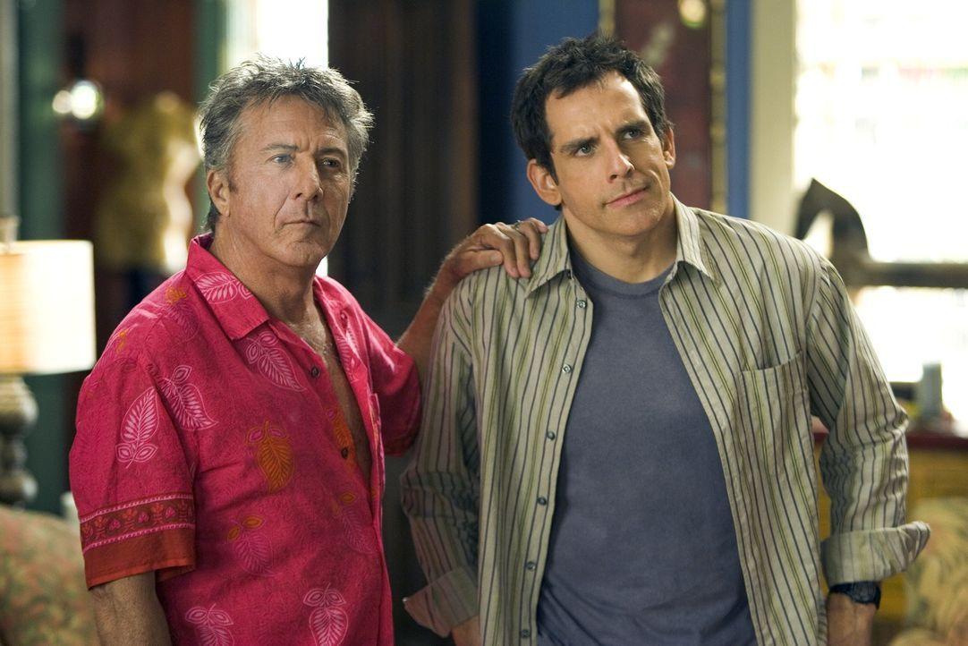 Bernie Focker (Dustin Hoffman, l.) ist stolz auf seinen Sohn Gaylord (Ben Stiller, r.), schließlich hat er einst für die Erziehung seines Sohnes den... - Bildquelle: DreamWorks SKG