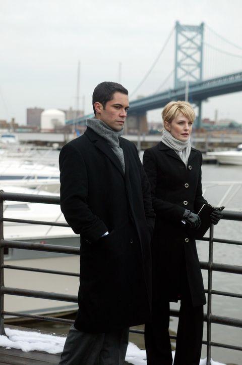 Bei einem Spaziergang hoffen Det. Lilly Rush (Kathryn Morris, r.) und Det. Scott Valens (Danny Pino, l.), einen klaren Kopf zu bekommen ... - Bildquelle: Warner Bros. Television