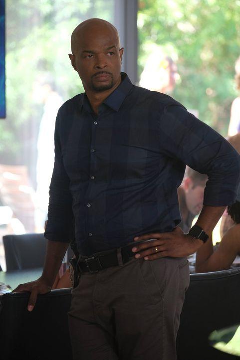 Bei den Ermittlungen in seinem neuen Fall trifft Murtaugh (Damon Wayans) auf seinen ehemaligen Ausbilder Ned Brower. Doch kann dieser bei der Aufklä... - Bildquelle: 2016 Warner Brothers