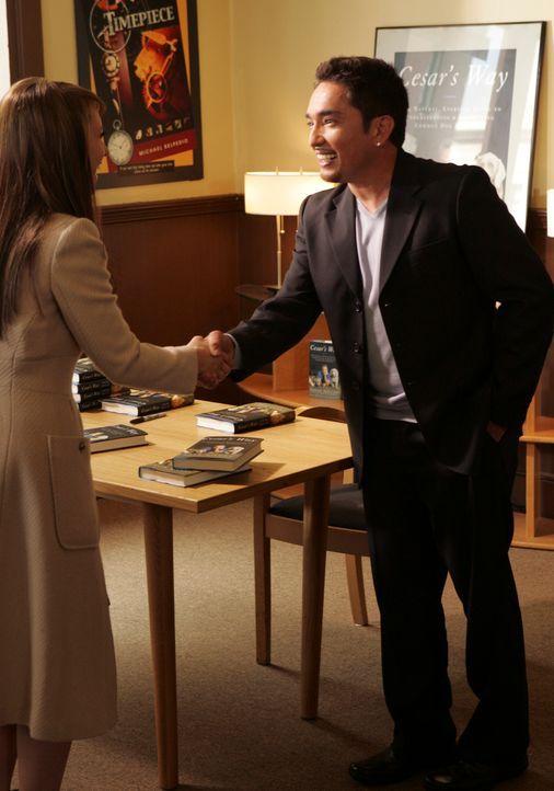 "Melinda (Jennifer Love Hewitt, l.) lernt den berühmten ""Hundeflüsterer"" Cesar Millan (Cesar Millan, r.) kennen … - Bildquelle: ABC Studios"