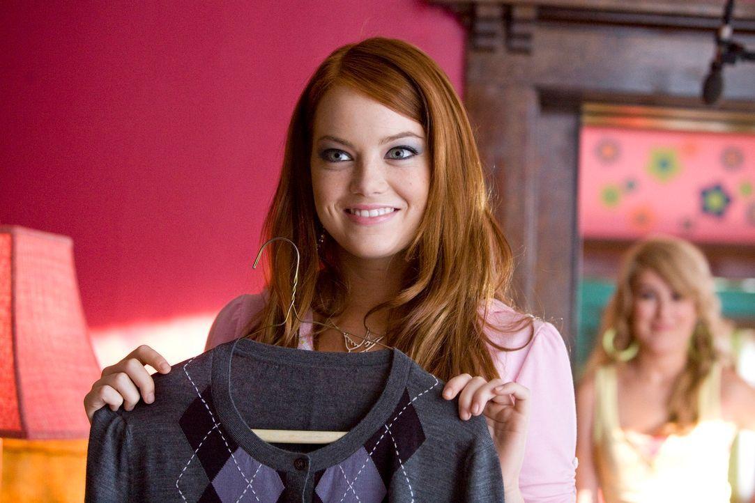 Natalie (Emma Stone) wünscht sich nichts mehr, als ein Date mit ihrem Traummann. Nachdem sie Styling- und Schminktipps von Shelley bekommen hat, sc... - Bildquelle: 2007 Columbia Pictures Industries, Inc.  All Rights Reserved.