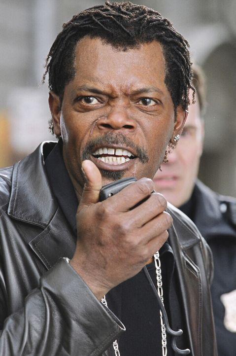 Undercover-Cop Derrick Vann (Samuel L. Jackson) ist ein griesgrämiger Zeitgenosse, der mit einem aufgemotzten Cadillac durch die Gegend kurvt. Als... - Bildquelle: 2005 Warner Brothers