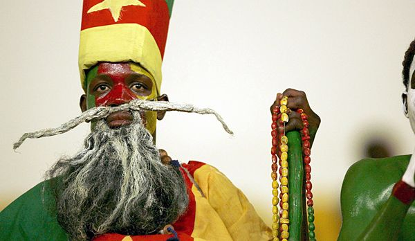 WM Brasilien - Kamerun-Fan Zauberer - Bildquelle: dpa