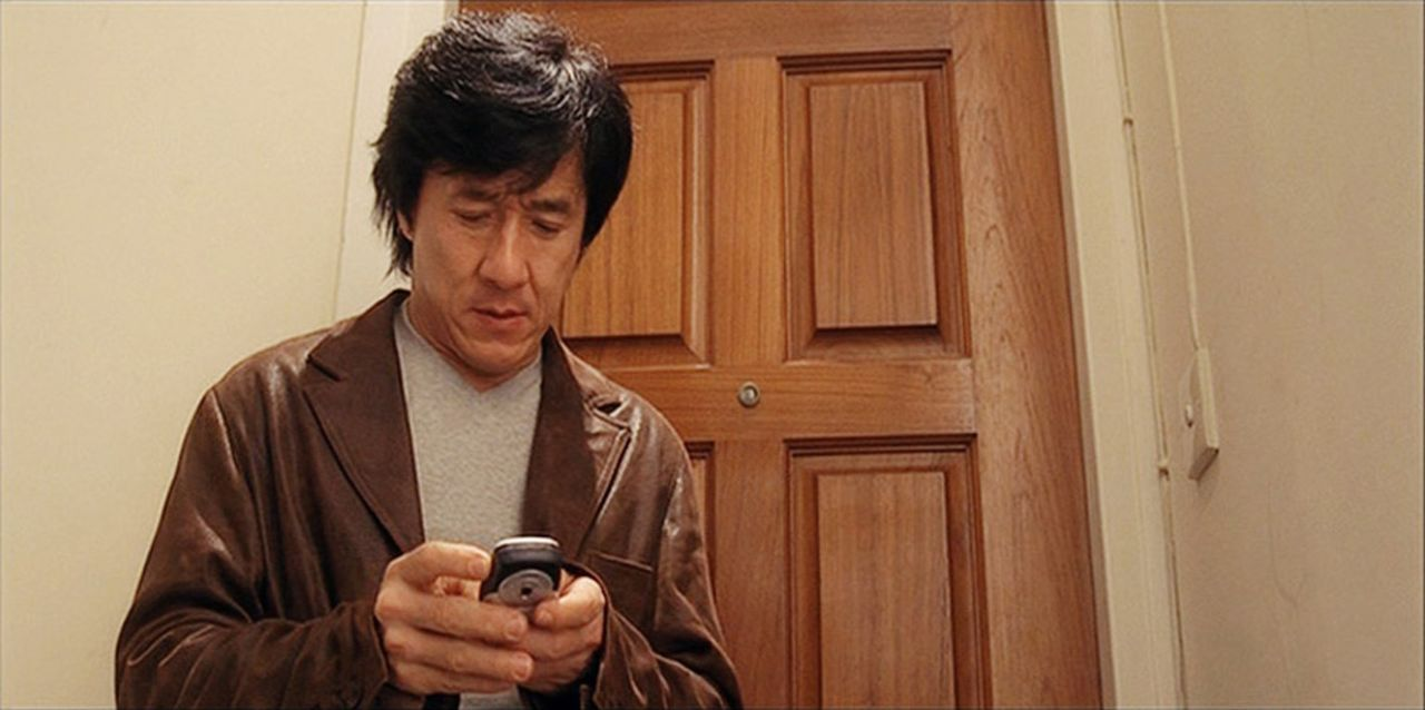 Seit einiger Zeit hat es eine skrupellose Gang junger Computerfreaks auf den legendären Inspektor Chen Wing (Jackkie Chan) und seine Kollegen abges... - Bildquelle: E.M.S.