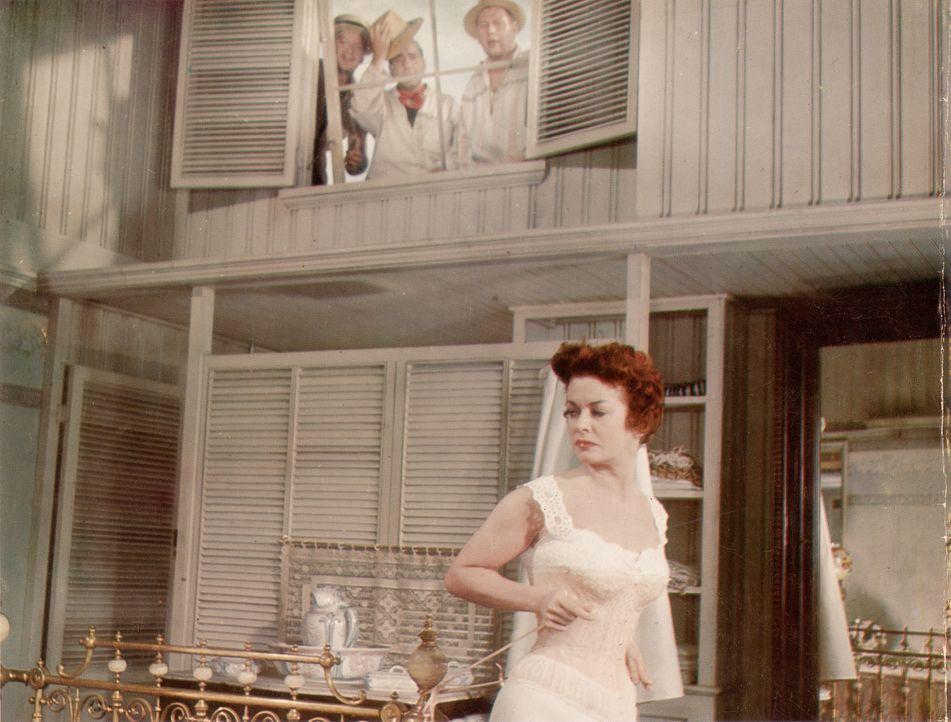 Amelie Ducotel (Joan Bennett, Foto) hat Angst, dass André (Basil Rathbone) ihnen den Kolonialwarenladens eines Tages wegnehmen könnte ... - Bildquelle: Paramount Pictures