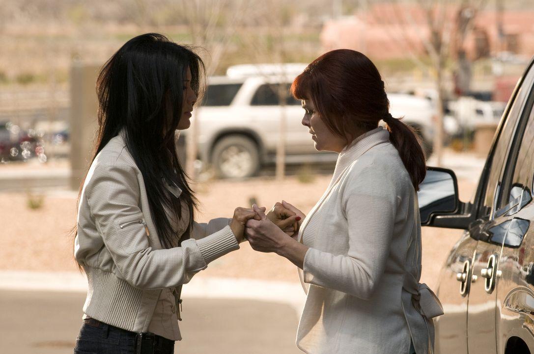 Zusammen gegen den Rest der Welt: Ahn Li (Kelly Hu, l.) und Helen (Sherilyn Fenn, r.) ... - Bildquelle: USA Network