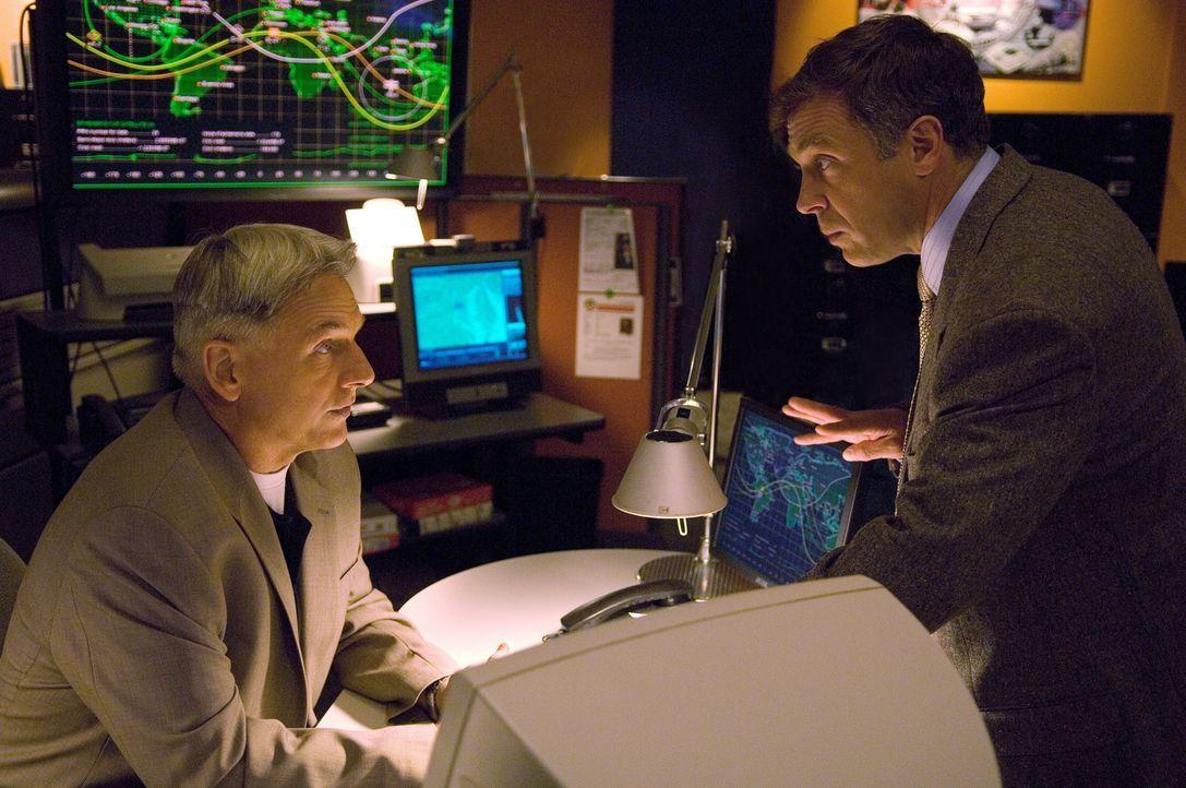 Weiß Ted Bankston (David Eigenberg, r.) mehr, als er zugibt? Gibbs (Mark Harmon, l.) versucht alles, um es herauszufinden ... - Bildquelle: CBS Television