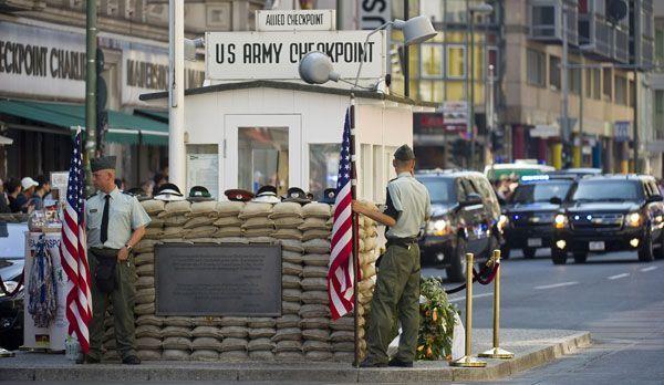 Checkpoint Charlie  - Bildquelle: dpa
