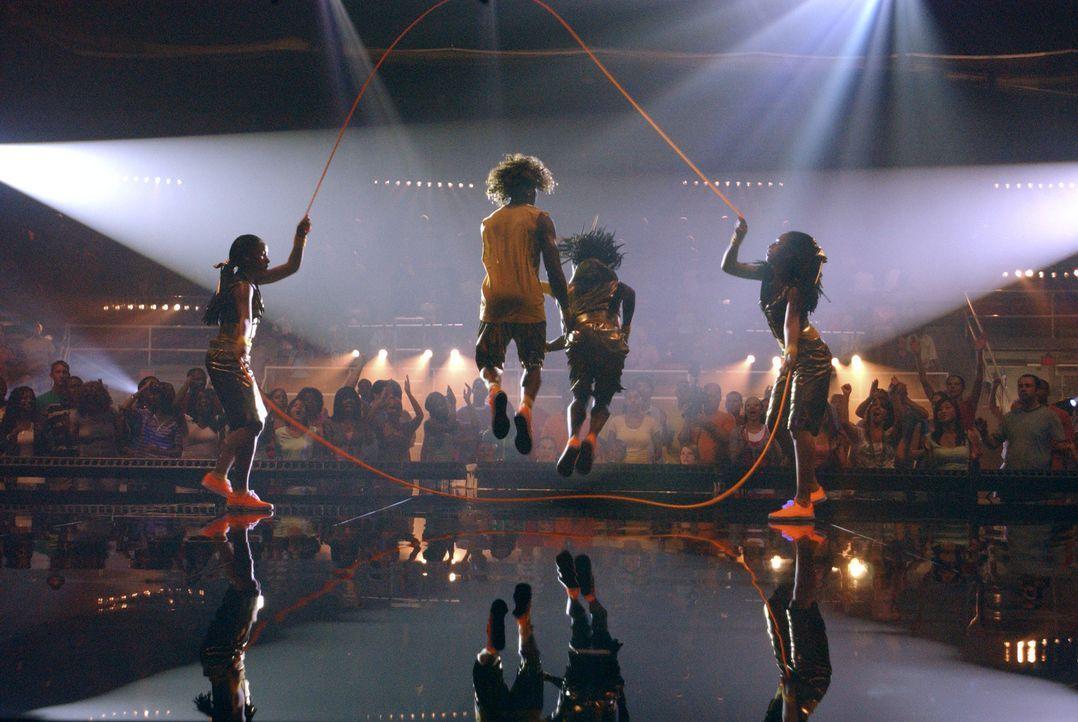 Seilspringen ist ihr Leben: (v.l.n.r.) Mary (Keke Palmer), Izzy (Corbin Bleu), Laivan (Keisha Ray) und Shanica (Shauna Keaton) ... - Bildquelle: Buena Vista International Television