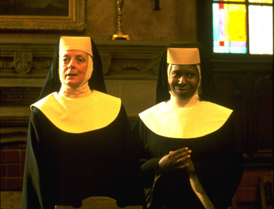 Mutter Oberin (Maggie Smith, l.); Deloris (Whoopi Goldberg, r.) - Bildquelle: Suzanne Hanover Touchstone Pictures & © Buena Vista Pictures. All Rights Reserved. / Suzanne Hanover
