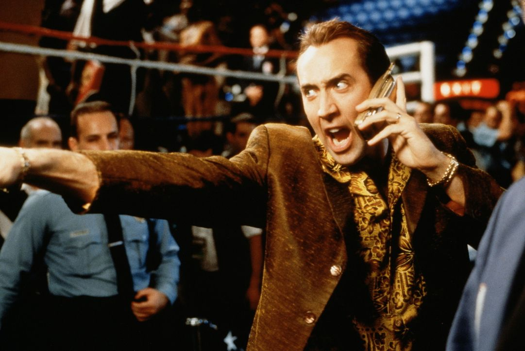 Während eines Boxkampfes wird der ebenfalls anwesende Verteidigungsminister erschossen. Der Cop Rick Santoro (Nicolas Cage), der eigentlich nur zum... - Bildquelle: Touchstone Pictures
