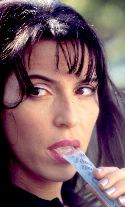 Seit ihrer Kindheit liebt Angelos Schwester Anna (Claudia Ferri) die Eislutschstange ... - Bildquelle: Samuel Goldwyn Films