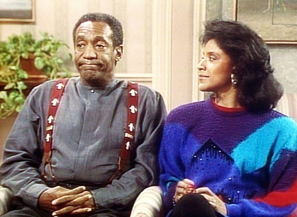 Cliff (Bill Cosby, l.) ist ein bisschen nervös, denn er ist der einzige Ehemann, der der Einladung zu Clairs (Phylicia Rashad, r.) literarischem Fr... - Bildquelle: Viacom