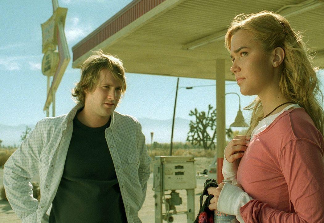 Als ihr Auto stehenbleibt, sind sie gezwungen, in einem abgelegenen Hotel abzusteigen. Für Nelson (Derek Richardson, l.) und Cookie (Arielle Kebbel,... - Bildquelle: Telepool