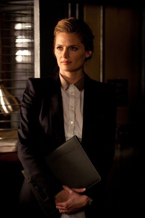Dass sie so bald wieder auf den Mann trifft, der für den Tod ihrer Mutter verantwortlich ist, hätte Kate Beckett (Stana Katic) nicht gedacht ... - Bildquelle: 2013 American Broadcasting Companies, Inc. All rights reserved.