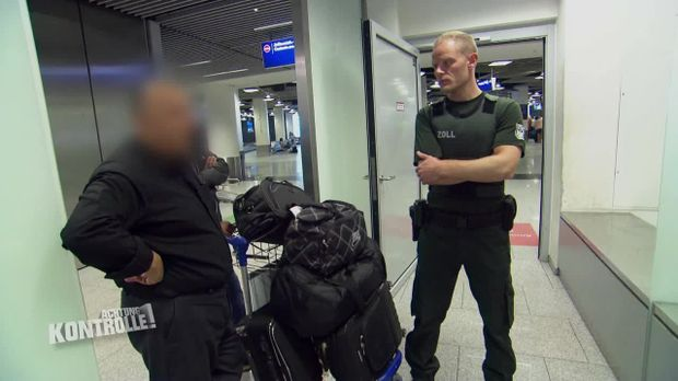 Achtung Kontrolle - Achtung Kontrolle! - Thema U.a: Ein Koffer Voller Messer - Zollkontrolle Düsseldorf