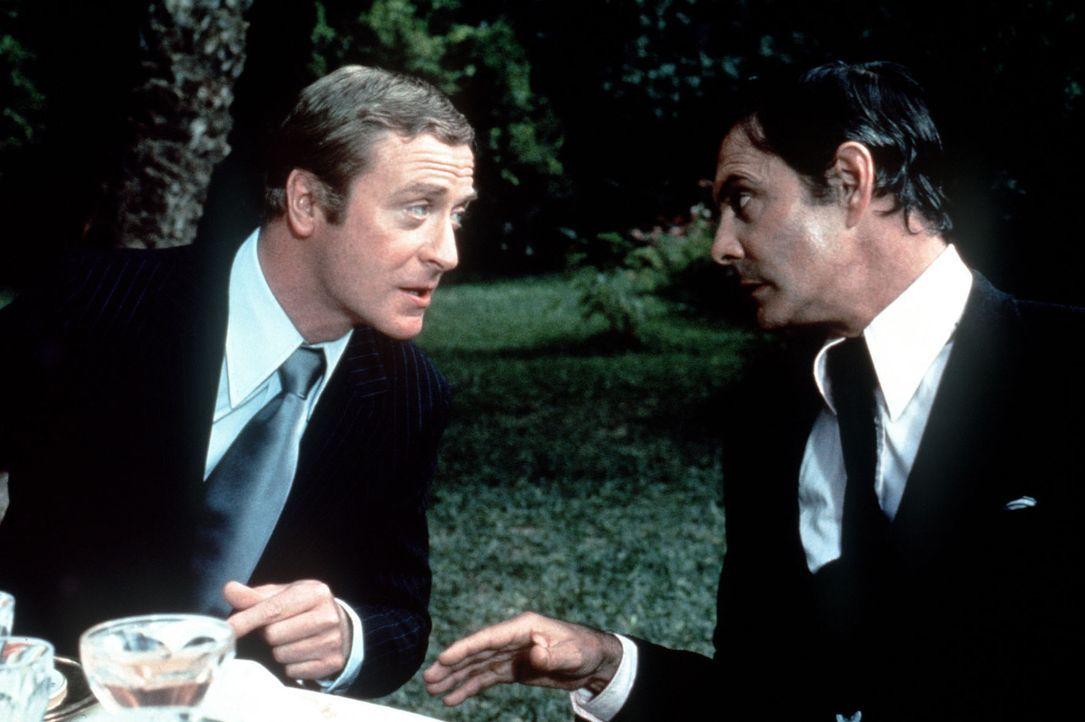 Doc Fletcher (Michael Caine, l.) und der Prinz von Syrakus (Louis Jourdan, r.) trauen sich nicht über den Weg - aus gutem Grund ... - Bildquelle: Columbia Pictures