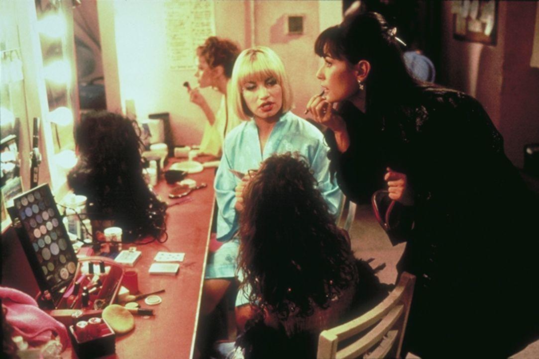 """Im """"Eager Beaver"""" ist Erin (Demi Moore, r.) der Star unter den Tänzerinnen ..."""