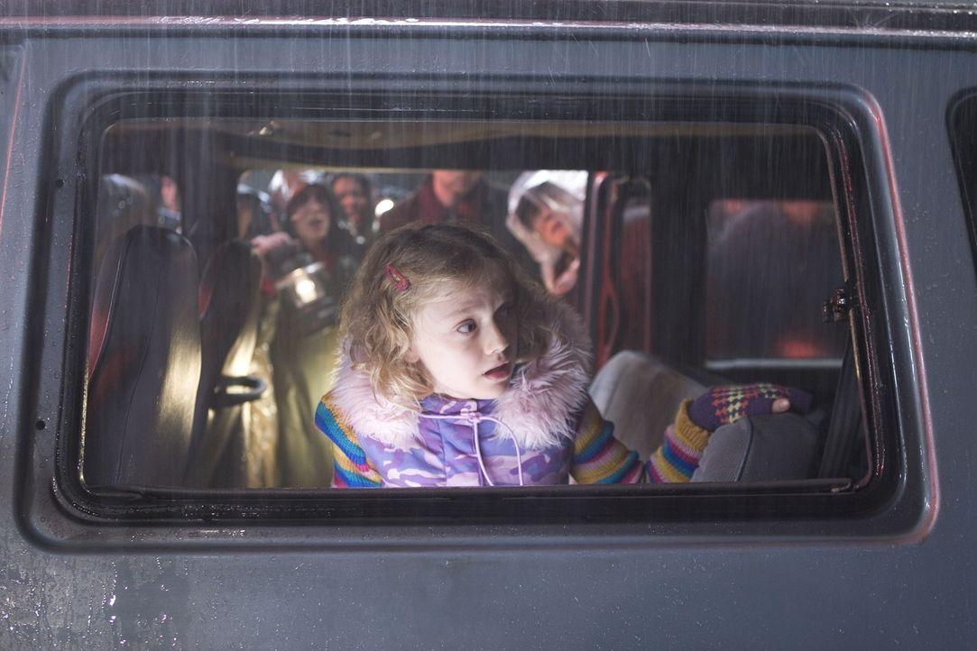 Für Rachel (Dakota Fanning) beginnt eine gnadenlose Flucht. Doch niemand weiß, wohin er fliehen soll, denn die Bestien sind überall auf der Welt zu... - Bildquelle: 2004 Paramount Pictures All Rights Reserved.